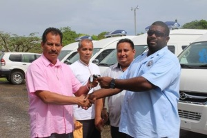 Minister of Health Pablo Marin handing over ambulances on Wednesday. November 11, 2015